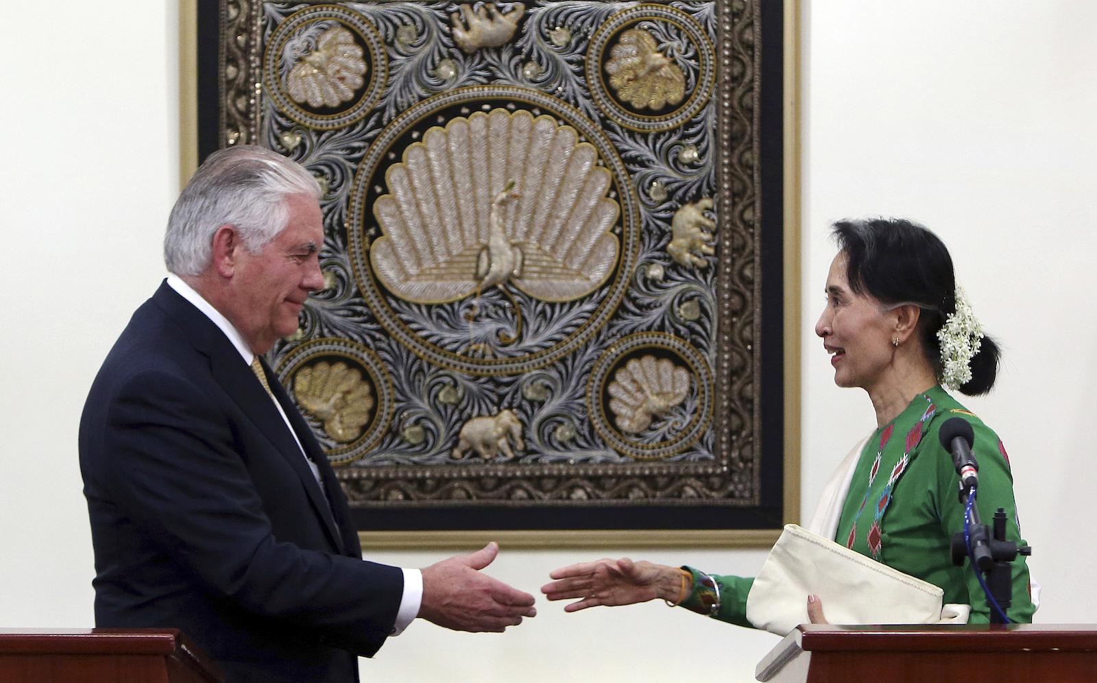 US Secretary of State Rex Tillerson meets Myanmar's de facto leader Aung San Suu Kyi in Myanmar on November 15, 2017