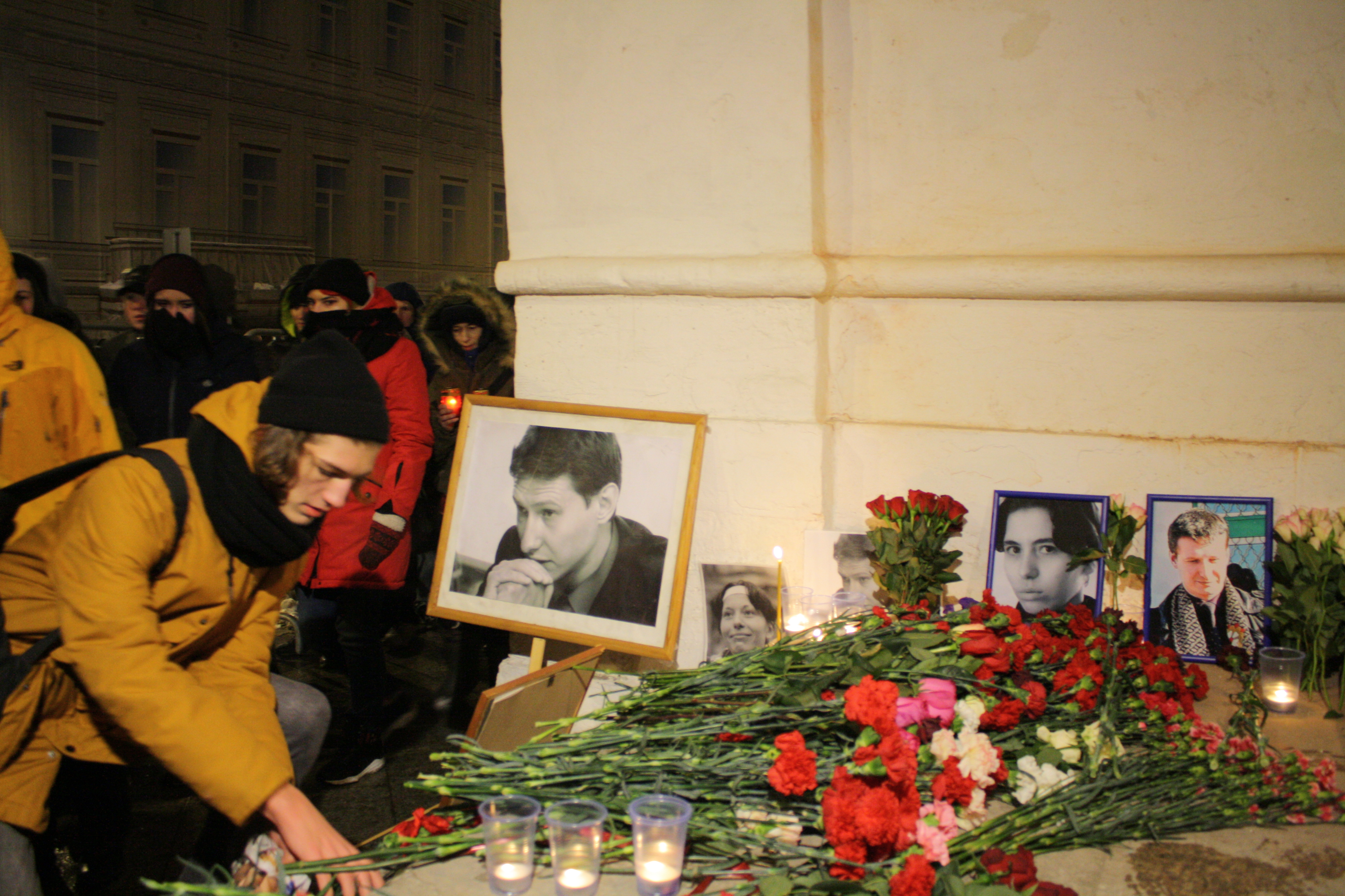 People brought flowers and candles to commemorate the death of Stanislav Markelov and Anastasia Baburova.