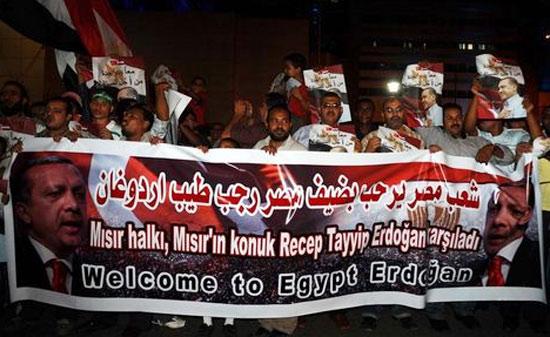 egypt cairo hero's welcome in airport for erdogan