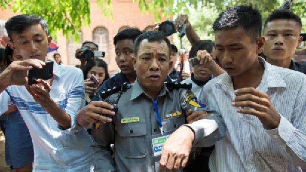 myanmar-policeman-Moe Yan Naing