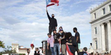 Singer Ricky Martin (C), rapper Rene Perez, aka Residente, (R) and singer Bud Bunny (top) at the San Juan protest.