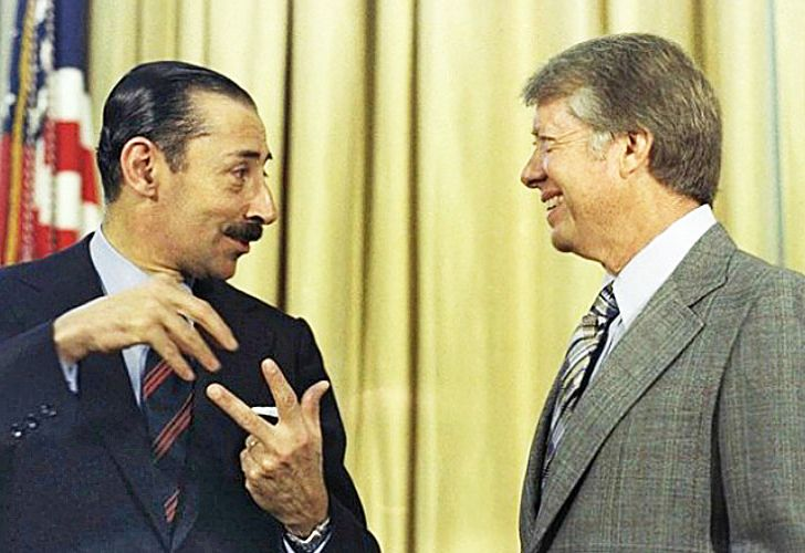 Argentinian dictator Jorge Rafael Videla (left) meets US President Jimmy Carter (right) at the White House, 1977.