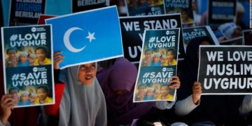 Indonesian Muslims demonstrate to denounce the Chinese goverment's policy on Uyghur Muslims