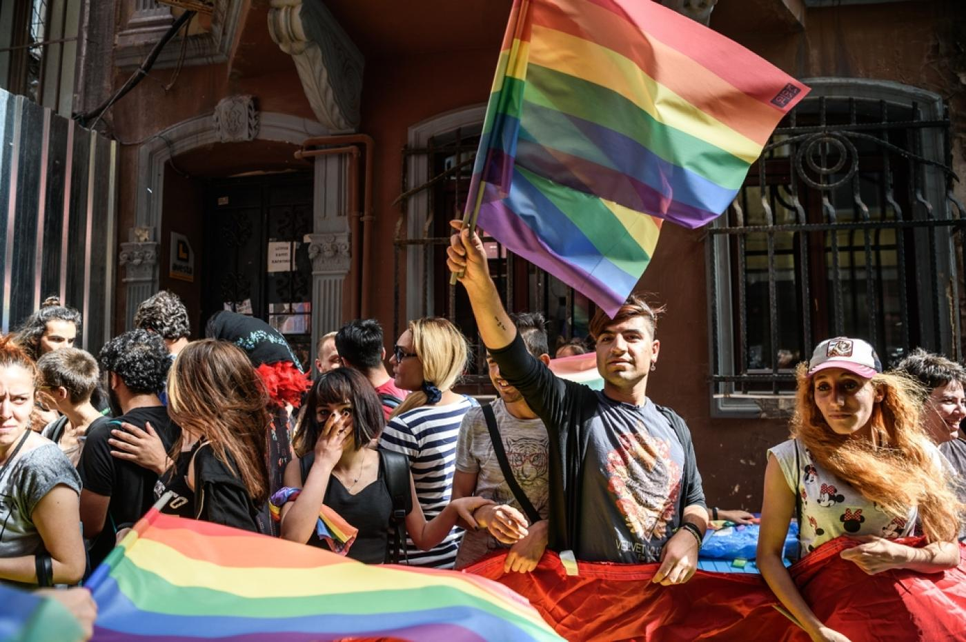 Rainbow flag in LGBT rally in Istanbul (Photo: AFP)