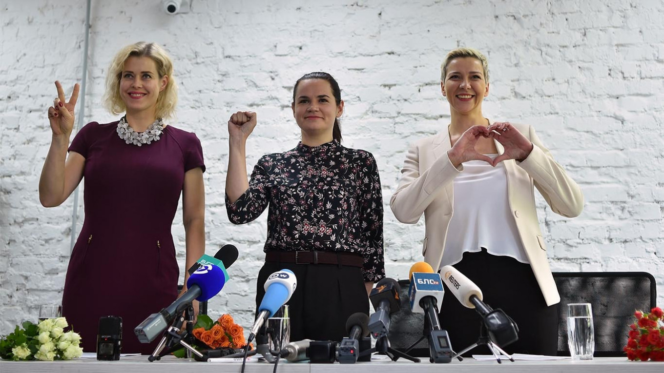 Veronika Tsepkalo, Svetlana Tikhanovskaya and Maria Kolesnikova at a press meeting for the presidental race.