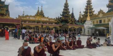 Myanmar, Buddhists